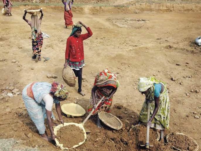 Coronavirus: 40 lakh workers are unemployment; Construction workers, domestic and Mathadi are still on the wind | Coronavirus : ४० लाख कामगारांच्या रोजीरोटीवर संक्रांत; बांधकाम मजूर, घरेलू व माथाडी अजूनही वाऱ्यावरच