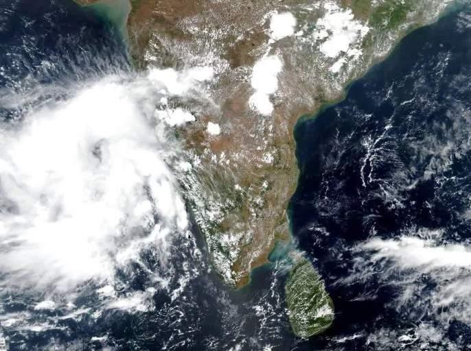Nisarga cyclone to hit Raigad today; Curfew issued | निसर्ग चक्रीवादळ आज रायगडला धडकणार; संचारबंदी जारी