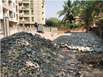 Municipal board on the reserved plot disappears | आरक्षित भूखंडावरील महापालिकेचा फलक गायब