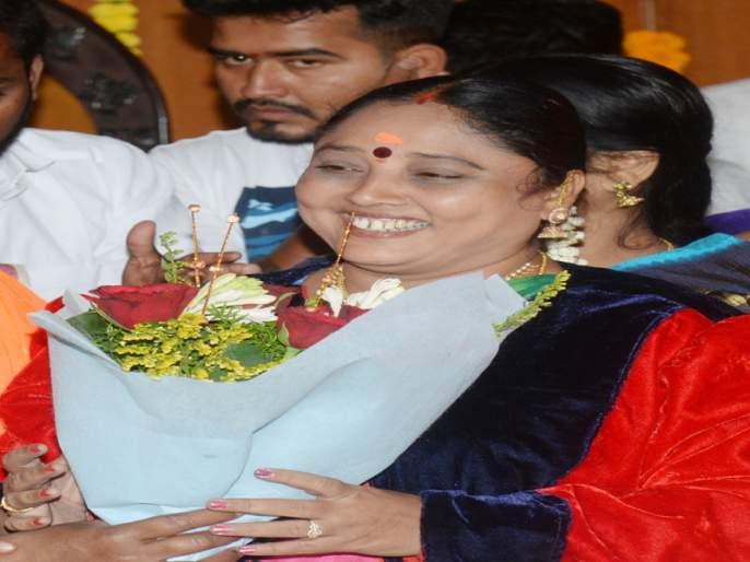 First woman mayor of Srikancha Yannam Padmashali community in Solapur | सोलापूरच्या श्रीकांचना यन्नम पद्मशाली समाजाच्या पहिल्याच महिला महापौर