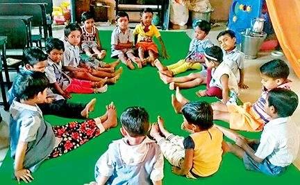 Anganwadi Tai becomes the caretaker mother of children. | अंगणवाडी ताई जेव्हा मुलांच्या काळजीवाहू आई बनतात..