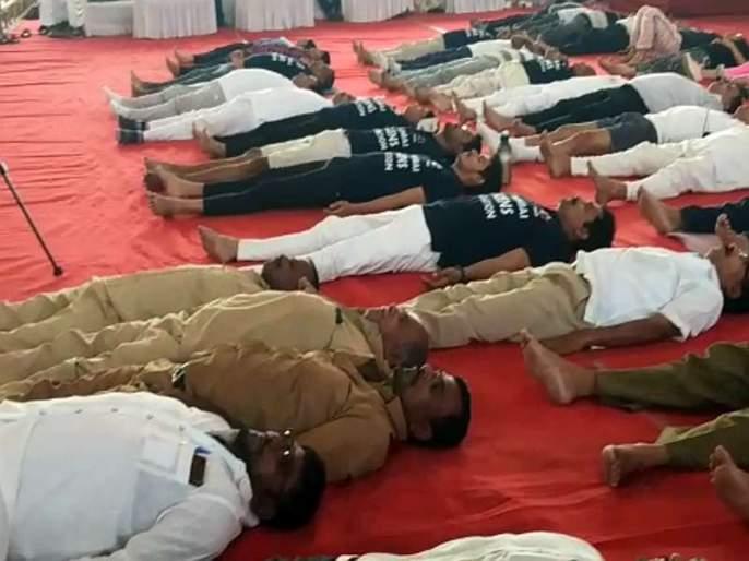 Such yoga! Hundreds of auto rickshaw get insurance after 'Yoga Day' | असाही योग! 'योगा डे' निमित्त उतरविला शेकडो रिक्षा चालकांचा विमा