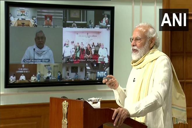 In the district where Modi launched the employment scheme, the workers could not get jobs in bihar | मोदींनी ज्या जिल्ह्यात लाँच केली PM रोजगार योजना, तिथंच मजुरांना काम मिळेना
