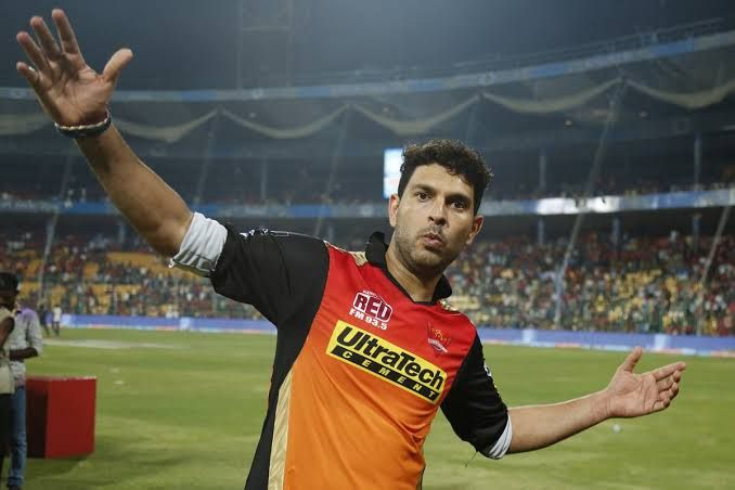 Breaking News: Yuvraj Singh out of Mumbai Indians; This team will make a bid | Breaking News : मुंबई इंडियन्सने डच्चू दिलेल्या युवराज सिंगला वाली मिळाला; हा संघ लावणार बोली