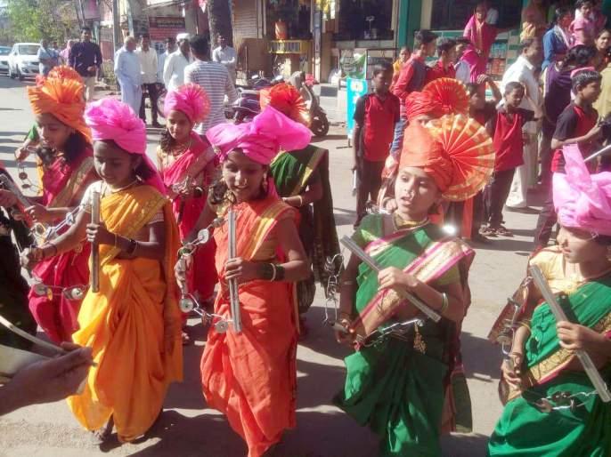 The festival begins with a procession, organized by the Vangurla Municipal Council   महोत्सवाचा शोभायात्रेने प्रारंभ, वेंगुर्ला नगरपरिषदेच्यावतीने आयोजन
