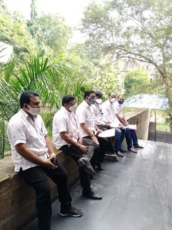 Nagpur Zilla Parishad: Opposition expelled from Speaker's room   नागपूर जिल्हा परिषद : विरोधकांना हाकलले सभापतींच्या कक्षातून