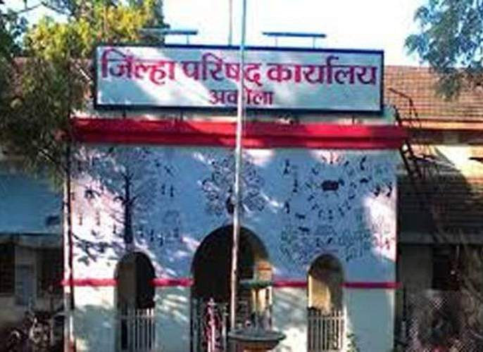 Membership of 14 OBC members of Akola Zilla Parishad canceled   अकोला जिल्हा परिषदेच्या१४ओबीसी सदस्यांचे सदस्यत्व रद्द