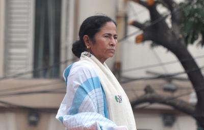 Congress p. Former Bengal unit president's wife Shikha Mitra joins Trinamool Congress   कांग्रेस की प. बंगाल इकाई के पूर्व अध्यक्ष की पत्नी शिखा मित्रा तृणमूल कांग्रेस में शामिल हुईं