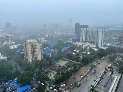 4 killed as rains pound Maha, thousands marooned in coastal areas   4 killed as rains pound Maha, thousands marooned in coastal areas