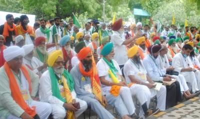 Farmers begin 'Kisan Sansad' at Jantar Mantar | Farmers begin 'Kisan Sansad' at Jantar Mantar