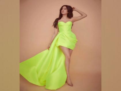 Janhvi Kapoor joins viral 'Up' challenge, flaunts her amazing dancing skills   Janhvi Kapoor joins viral 'Up' challenge, flaunts her amazing dancing skills