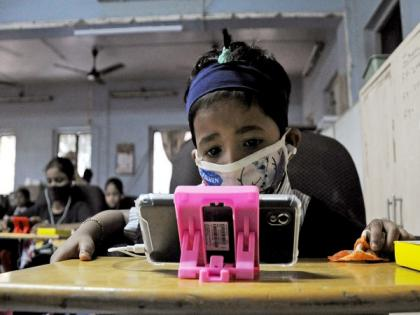 59.2 pc children use smartphones for messaging, only 10.1 pc for online learning, finds NCPCR study | 59.2 pc children use smartphones for messaging, only 10.1 pc for online learning, finds NCPCR study