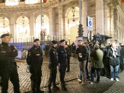 Shooting at Italian pub leaves 10 injured   Shooting at Italian pub leaves 10 injured