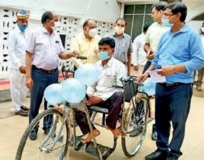 Yogi gives tricycle to man with disability | Yogi gives tricycle to man with disability