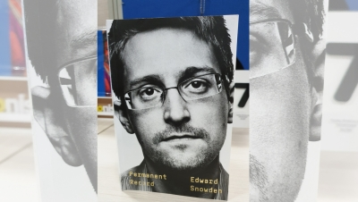Snowden obtains open-ended Russian residence permit   Snowden obtains open-ended Russian residence permit