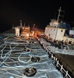 12 crew of cargo ship MV Kanchan stranded off Gujarat coast saved | 12 crew of cargo ship MV Kanchan stranded off Gujarat coast saved