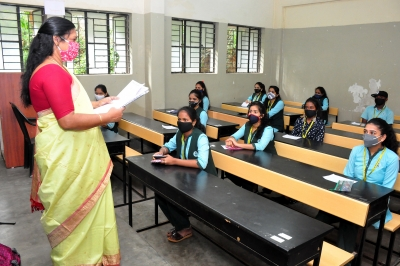 Karnataka to vaccinate school teachers on priority | Karnataka to vaccinate school teachers on priority