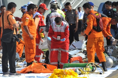 Small plane crashes in Indonesia | Small plane crashes in Indonesia