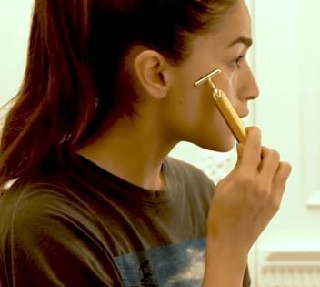 Alia Bhatt gives glimpse of her skincare routine | Alia Bhatt gives glimpse of her skincare routine