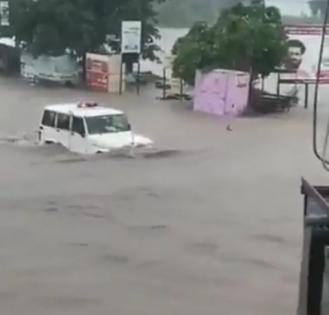 Even Anand Mahindra dazed by power of Bolero in Rajkot deluge   Even Anand Mahindra dazed by power of Bolero in Rajkot deluge