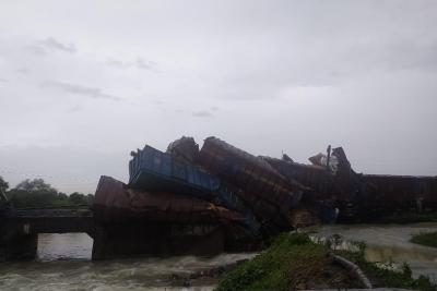 Goods train derails in Odisha   Goods train derails in Odisha