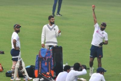 D/N Test: Kohli takes charge, faces Shami during twilight   D/N Test: Kohli takes charge, faces Shami during twilight
