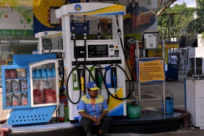 Petrol nears Rs 100 a litre in Delhi with 35-paise hike | Petrol nears Rs 100 a litre in Delhi with 35-paise hike