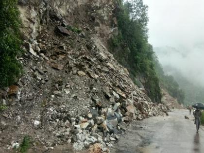 Landslide blocks Chandigarh-Manali National Highway 3 at Mandi | Landslide blocks Chandigarh-Manali National Highway 3 at Mandi
