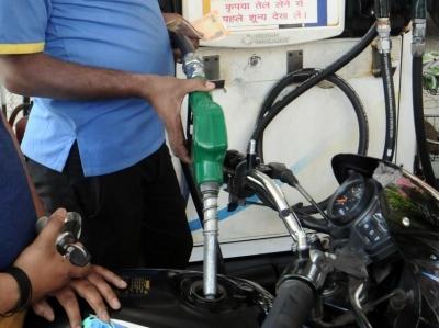 Petrol price hits century in Delhi as fuel rate hike continues   Petrol price hits century in Delhi as fuel rate hike continues