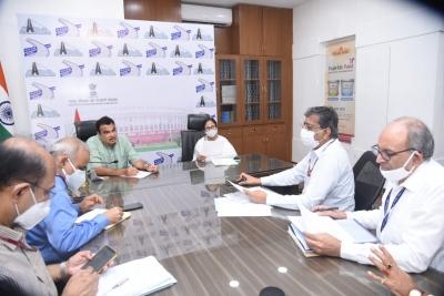 Mamata meets Gadkari, discusses various infrastructure projects | Mamata meets Gadkari, discusses various infrastructure projects