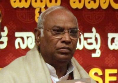 Congress says options 'open' on Maharashtra | Congress says options 'open' on Maharashtra