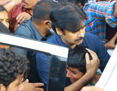 Pawan Kalyan calls up family of Hyderabad rape, murder victim   Pawan Kalyan calls up family of Hyderabad rape, murder victim