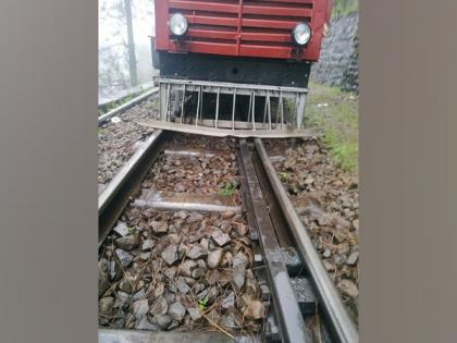 Goods train derails at Tundla-Kanpur section in UP's Prayagraj | Goods train derails at Tundla-Kanpur section in UP's Prayagraj