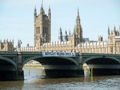 Free Tibet drops banner at Westminster Bridge urging boycott of Beijing Winter Olympics | Free Tibet drops banner at Westminster Bridge urging boycott of Beijing Winter Olympics