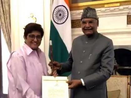 President Ram Nath Kovind presents Baton of Honor to Kiran Bedi | President Ram Nath Kovind presents Baton of Honor to Kiran Bedi