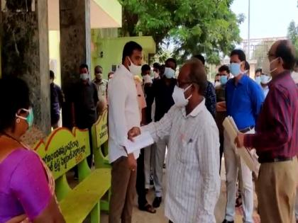 Andhra Minister expresses dissatisfaction over maintenance of COVID-19 centre in Nellore   Andhra Minister expresses dissatisfaction over maintenance of COVID-19 centre in Nellore