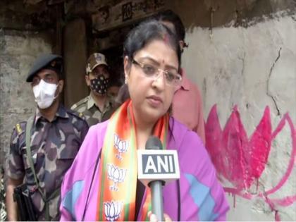 BJP candidate Priyanka Tibrewal files objection against Mamata Banerjee's nominaiton for Bhabanipur by-polls   BJP candidate Priyanka Tibrewal files objection against Mamata Banerjee's nominaiton for Bhabanipur by-polls