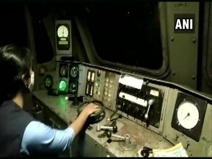 Oxygen Express piloted by 'all-female crew' reaches Bengaluru with 120 MT of oxygen | Oxygen Express piloted by 'all-female crew' reaches Bengaluru with 120 MT of oxygen