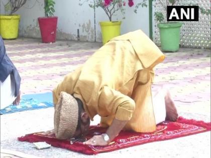 People celebrate Eid-ul-Fitr, offer namaz at home amid COVID-19 lockdown | People celebrate Eid-ul-Fitr, offer namaz at home amid COVID-19 lockdown