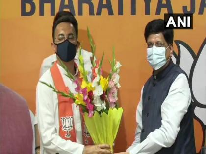 Congress' Jitin Prasada changes camp; joins BJP   Congress' Jitin Prasada changes camp; joins BJP