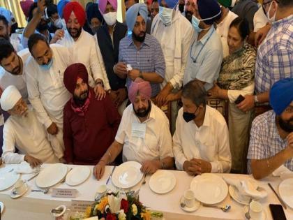 Capt Amarinder Singh meets Navjot Singh Sidhu at Punjab Bhawan   Capt Amarinder Singh meets Navjot Singh Sidhu at Punjab Bhawan