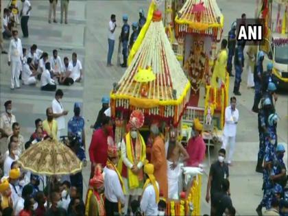 Rath Yatra begins at Ahmedabad's Jagannath Temple, Gujarat CM offers prayers | Rath Yatra begins at Ahmedabad's Jagannath Temple, Gujarat CM offers prayers
