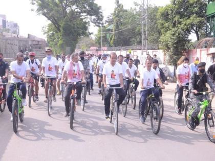 Assam CM Himanta Sarma participates in bicycle rally to support boxer Lovlina Borgohain's Olympics stint | Assam CM Himanta Sarma participates in bicycle rally to support boxer Lovlina Borgohain's Olympics stint