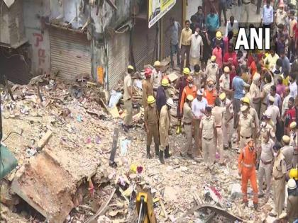 2 killed, 3 rescued after building collapses in Delhi's Sabzi Mandi area | 2 killed, 3 rescued after building collapses in Delhi's Sabzi Mandi area