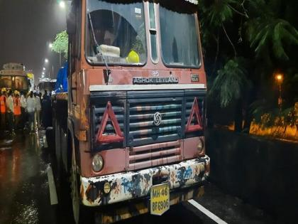 Two injured in road accident in Maharashtra's Thane   Two injured in road accident in Maharashtra's Thane