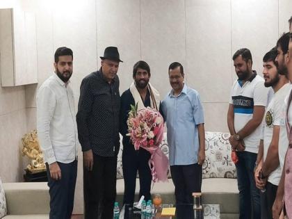 Delhi CM Kejriwal meets Olympics bronze medalist Bajrang Punia | Delhi CM Kejriwal meets Olympics bronze medalist Bajrang Punia
