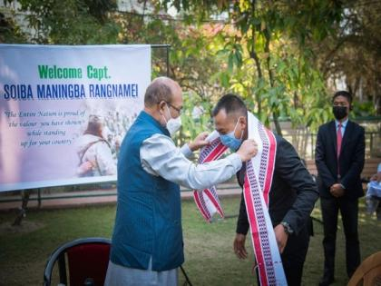 Manipur CM felicitates Captain Rangnamei for bravery at Galwan Valley   Manipur CM felicitates Captain Rangnamei for bravery at Galwan Valley