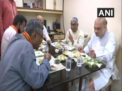 Amit Shah dines with founding member of BJP in Kolkata | Amit Shah dines with founding member of BJP in Kolkata