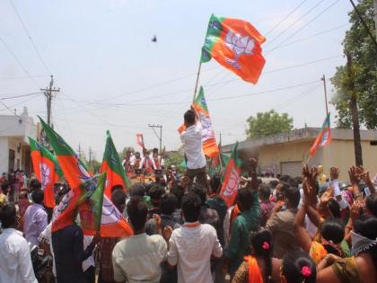 Covid norms flouted at Telangana BJP president's roadshow in Warangal | Covid norms flouted at Telangana BJP president's roadshow in Warangal