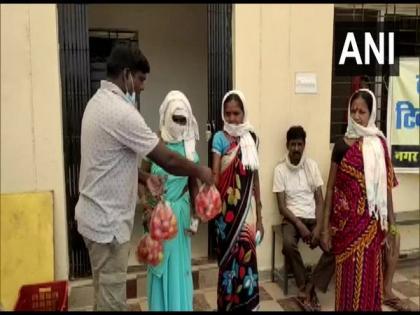 Chhattisgarh village gives tomatoes for each COVID vaccine shot   Chhattisgarh village gives tomatoes for each COVID vaccine shot